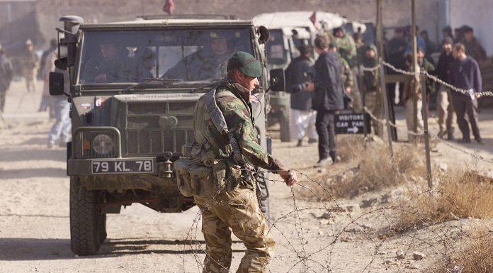 Az afganisztáni békét és biztonságot szavatoló Nemzetközi Biztonsági és Segélynyújtási Erő (ISAF) katonája (Fotó: MTI/EPA/AFP/Rob Elliott)