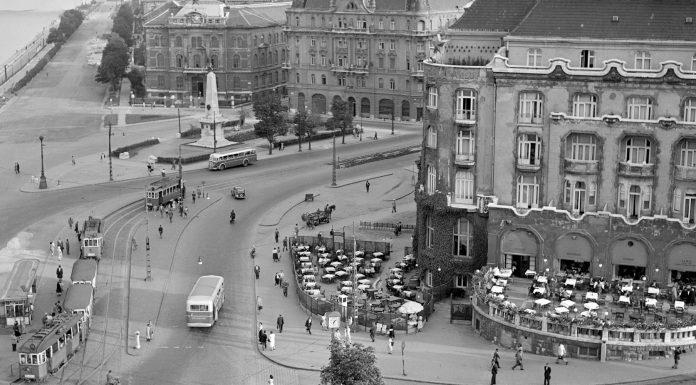 Budapest látképe 1954-ben. Jobb oldalt a Gellért Szálló épülete látható (Fotó: MTI/Járai Rudolf)