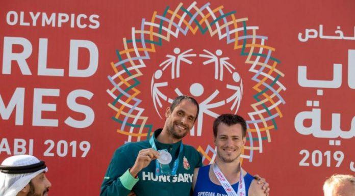 Tóth László (balra) ezüstérmes lett ötpróbában. Fotó: Speciális Olimpia facebook-oldala