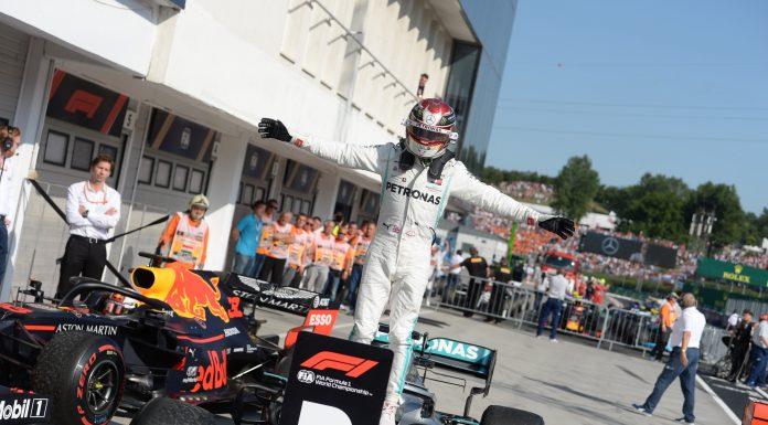Mogyoród, 2019. augusztus 4. A gyõztes Lewis Hamilton, a Mercedes brit versenyzõje a célba érkezés után a Forma-1-es Magyar Nagydíjon a mogyoródi Hungaroringen 2019. augusztus 4-én. MTI/Balogh Zoltán