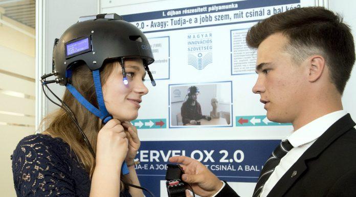 A Cervelox 2.0 diagnosztikai eszköz kifejlesztésével első helyezést elért Matányi Marianna és Kákonyi Marcell (Fotó: MTI/Koszticsák Szilárd)