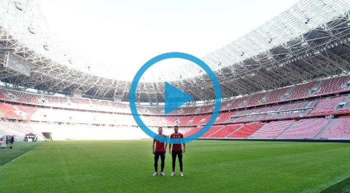Szoboszlai Dominik és Dzsudzsák Balázs, a magyar labdarúgó-válogatott tagjai a csapat az újonnan elkészült Puskás Arénában (Fotó: MTI/Illyés Tibor)