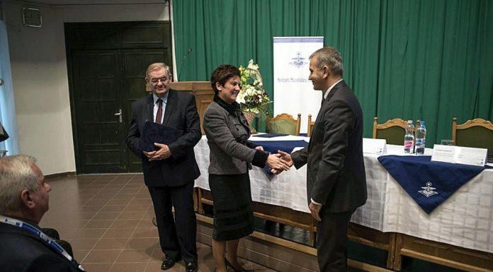 A Beke Pál-díjat Molnár Lajos Milán, a szolnoki Aba-Novák Agóra Kulturális Központ Nonprofit Kft. ügyvezetője vehette át. (Kép: iszolnok.hu)