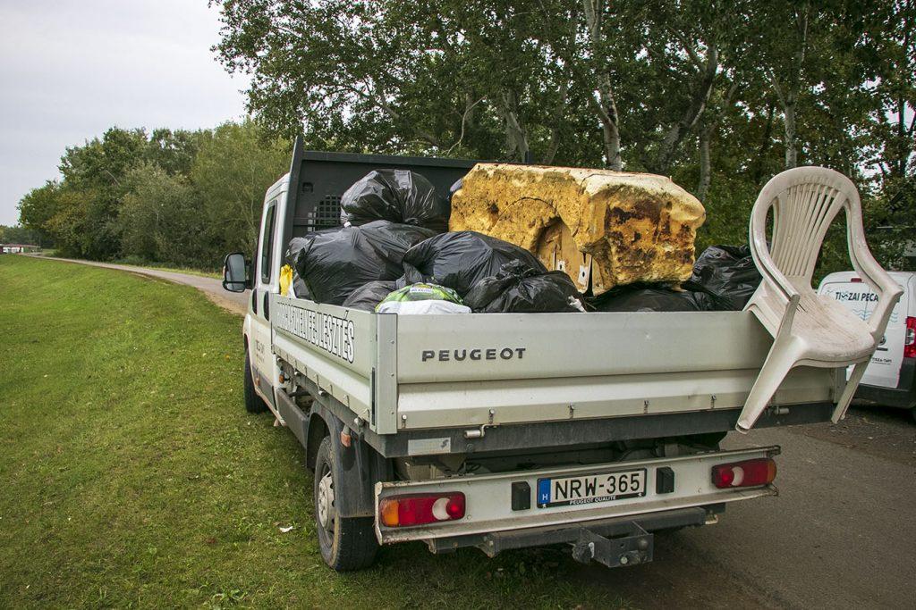 Szigorúbb szabályokat vezettek be a Tisza-tónál szemetelő horgászokra
