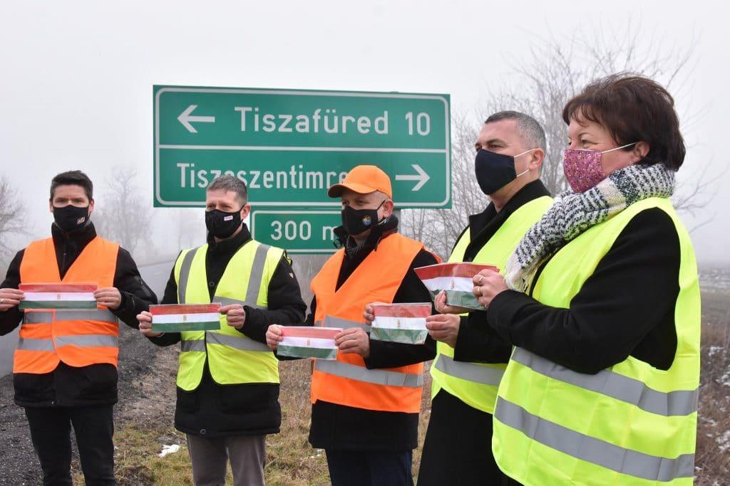 Átadták a felújított utat Tiszaderzsnél