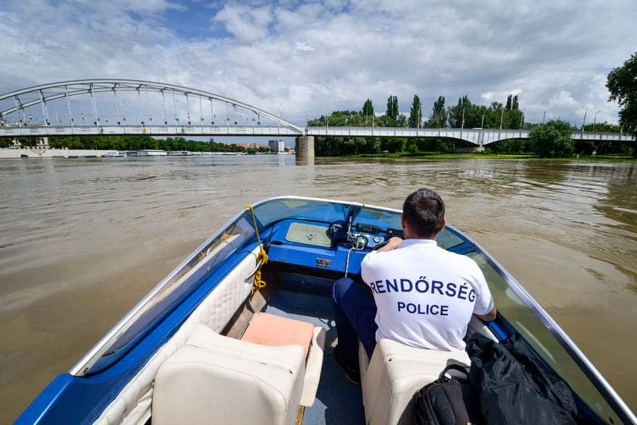 Kabinos csónakot mentettek a Tisza-tóból