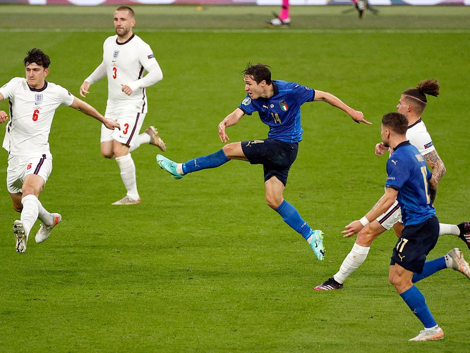 A futball elindult hazafelé, de meggondolta magát – Olaszország az Európa-bajnok!