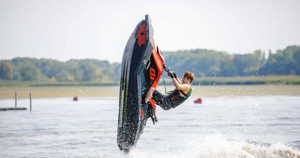Világbajnok jet-ski-s vette be a vizet Kiskörén